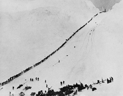 1024px-Miners_climb_Chilkoot